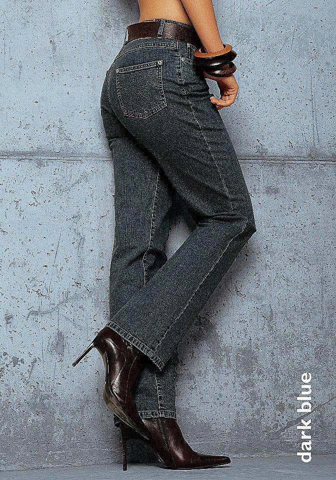 Джинсы стретч «Annett» OttoПрямые<br>Удобные джинсы идеально сидят по фигуре благодаря материалу с содержанием стретча. Завышенная талия обеспечит идеальную посадку по фигуре. Свободный прямой крой. Джинсы отлично подчёркивают линию бедра. Покрой с 5 карманами. Длина по внутреннему шву ок.: Н-разм. 81,5 см, М-разм. 76,5 см, Б-разм. 88,5 см. Классическая посадка. Из 98 % хлопка, 2 % эластана.<br><br>Size DE: 17<br>Colour: синий<br>Gender: Женский<br>Age: Взрослый<br>Material: Верх: 98% хлопок / 2% эластан