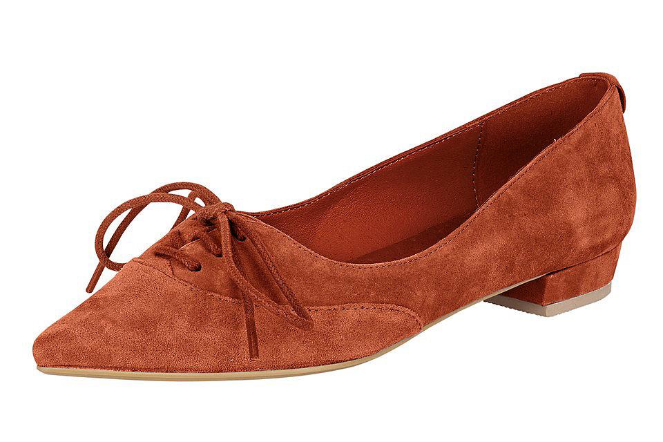 Туфли-балетки OttoБалетки и мокасины<br>Женские кожаные балетки - элегантная обувь на каждый день! Треугольный мысок декорирован короткой шнуровкой в тон. Приятная подкладка, стелька из кожи, хорошо гнущаяся подошва с небольшим каблуком (ок. 2 см для 37 размера) - для оптимального комфорта при ходьбе. В офис, на прогулку, на вечеринку - такие балетки можно надеть для любого случая.<br><br>Size DE: 35<br>Colour: оранжевый<br>Gender: Женский<br>Age: Взрослый