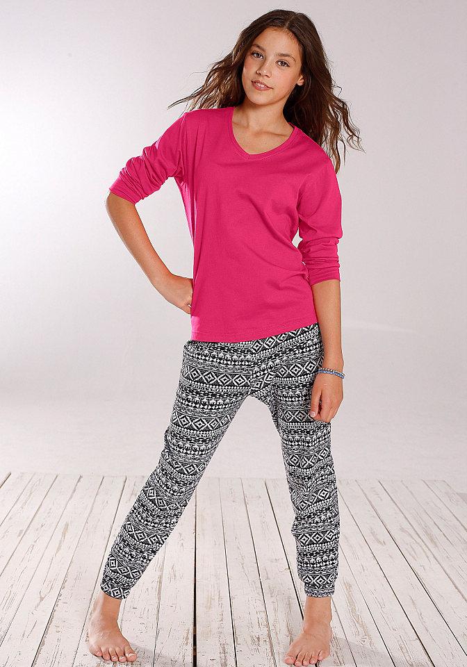 Пижама OttoДетская хлопковая пижама - то, что нужно купить для каждой девочки! Советуем модель от Buffalo. Простая кофточка однотонной расцветки с длинными рукавами и треугольным вырезом дополнена удобными брюками в восточном стиле с оригинальным узором. Комплект обеспечивает достаточную свободу движений и не вызывает дискомфорта. Хлопковая пижама для девочек от Buffalo - идеальный вариант для сна и отдыха!<br><br>Size DE: 146<br>Colour: розовый<br>Gender: Женский<br>Age: Детский<br>Material: Верх: 100% Baumwolle_(unterst?tzt_Cotton_made_in_Africa)