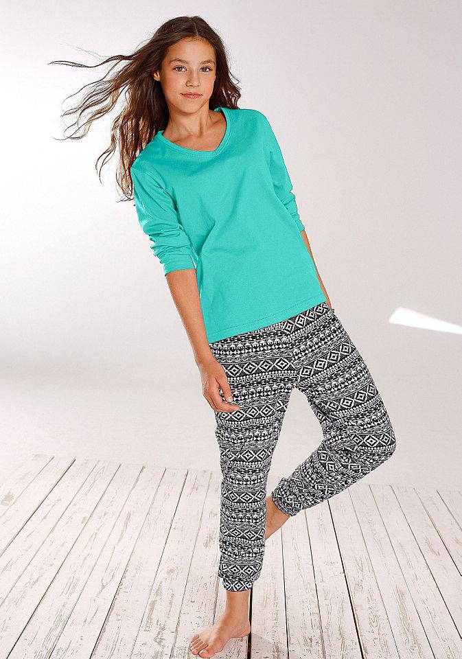Пижама OttoДетская хлопковая пижама - то, что нужно купить для каждой девочки! Советуем модель от Buffalo. Простая кофточка однотонной расцветки с длинными рукавами и треугольным вырезом дополнена удобными брюками в восточном стиле с оригинальным узором. Комплект обеспечивает достаточную свободу движений и не вызывает дискомфорта. Хлопковая пижама для девочек от Buffalo - идеальный вариант для сна и отдыха!<br><br>Size DE: 170<br>Colour: зеленый<br>Gender: Женский<br>Age: Детский<br>Material: Верх: 100% Baumwolle_(unterst?tzt_Cotton_made_in_Africa)
