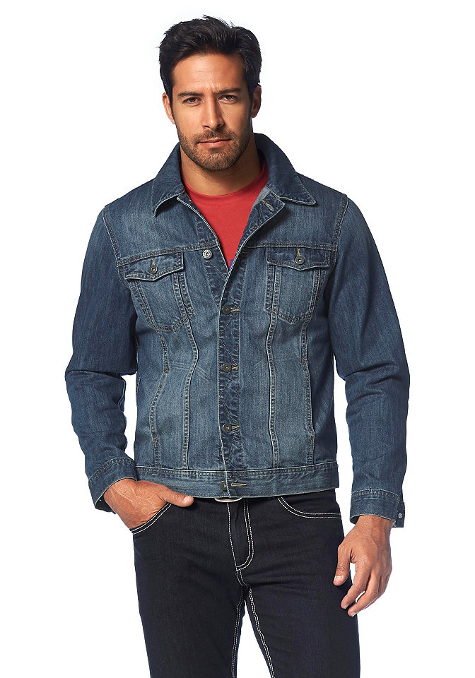 Arizona, джинсовая куртка OttoКуртки<br>Джинсовая куртка от Arizona из чистого хлопка. Модный эффект «потёртости», стильная декоративная отстрочка и пуговицы с тиснением в виде логотипа. Тип товара джинсовая куртка. Материал Хлопок. Cotton made in Africa (африканский хлопок) Приобретая это изделие, вы поддерживаете стабильное производство африканского хлопка. Стиль модный фасон. Внешний вид Эффект «потёртости». Фасон рукавов Рукава с хлястиками. Посадка по фигуре Узкий покрой. Вид застежки Застёжка на пуговицы в один ряд. Доставка В горизонтальном положении. Советы по уходу Машинная стирка. Состав материала Верхний материал: 100 % хлопка.<br><br>Size DE: XL<br>Colour: синий<br>Gender: Мужской<br>Age: Взрослый<br>Material: Верх: 100% хлопок