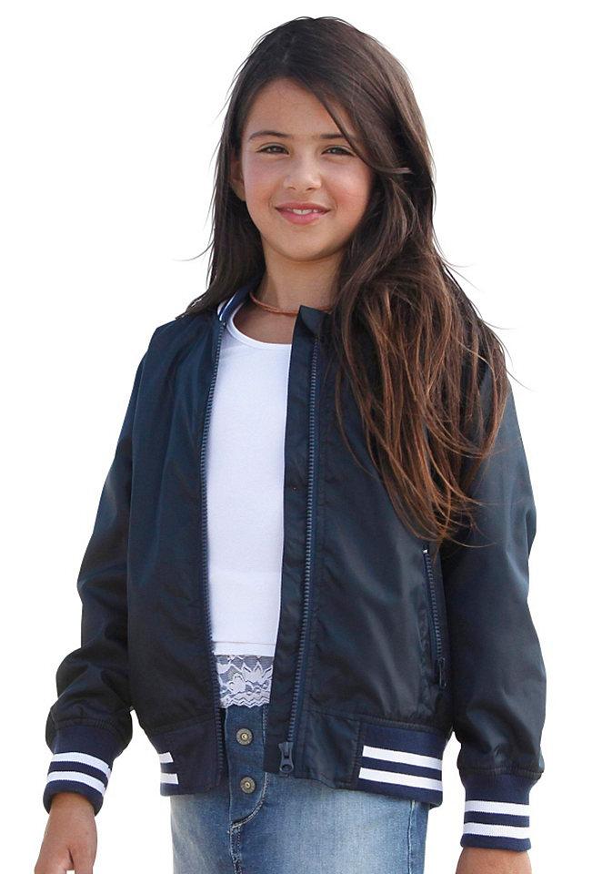 Куртка OttoКуртки и пальто<br>В стиле колледж. Резинка в полоску на рукавах и воротнике. Косые карманы на молнии. Мягкая подкладка из джерси.<br><br>Size DE: 158<br>Colour: синий<br>Age: Детский<br>Material: Подкладка рукава: 100% полиэстер;Подкладка: 65% полиэстер / 35% хлопок;Верх: 100% полиамид