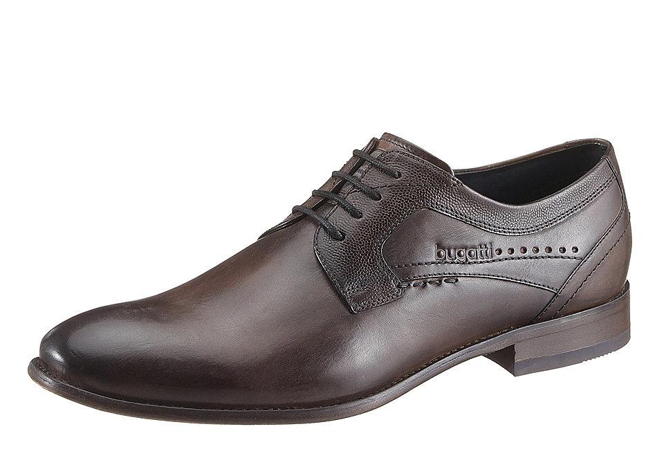 Туфли OttoБотинки<br>Модный бренд Bugatti достаточно часто предлагает интересную нетривиальную обувь. Эта модель мужских туфель словно создана для истинных джентльменов. Перфорации немного, но более чем достаточно, чтобы обувь получилась с изюминкой. Дополнительная отличительная черта — декоративная отстрочка. Верх изготовлен из натуральной кожи с легким блеском — это наппа в особой обработке. Стелька снимается. Изготовлена из натуральной кожи. Есть в этой обуви и основная стелька с амортизацией, она произведена по технологии Genial Insole. Подошва очень гибкая, также изготавливалась по особой технологии. Завязываются туфли на шнурки, что позволяет регулировать ширину. Туфли Bugatti — идеальное дополнение деловой одежды или праздничных нарядов.<br><br>Size DE: 40<br>Colour: коричневый<br>Gender: Мужской<br>Age: Взрослый