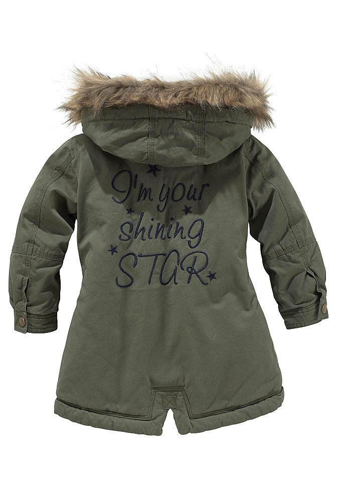 Парка OttoКуртки и пальто<br>Какой должна быть детская зимняя одежда? Конечно же, теплой, практичной, модной. Все эти качества воплотила в себе красивая курточка-парка от известного бренда Kidoki. Стильная курточка для детей привлекает хорошим кроем, теплая подкладка изделия, съемного капюшона обеспечит уют в любую непогоду. Универсальность модели добавят детали: отстегивающаяся меховая отделка, удлиненная спинка, кулиска на талии. Несколько карманов, эффектная нашивка на спинке подчеркнет индивидуальность изделия. Утепленную парку можно носить с чем угодно, надевая с теплыми брюками, любимыми джинсами.<br><br>Size DE: 140<br>Colour: серый<br>Age: Детский<br>Material: Подбивка: 100% полиэстер;Подкладка: 100% полиэстер;Верх: 100% хлопок