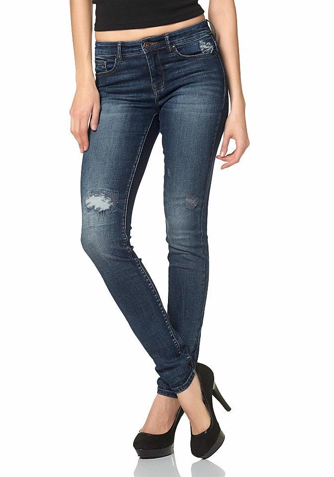 Джинсы OttoСтиль эффекты потёртости<br>Узкие брюки из денима – актуальная модель джинс для любой модницы. Стройность фигуре придает оригинальный зауженный силуэт, идеальный крой, эластичный материал, из которого сшита вещь. Стильность образу обеспечивают 5 классических карманов, модный эффект потертости, рваные, легкие детали, придающие модели легкий винтажный шик. Завершает образ контрастная отстрочка, идеально гармонирующая с удлиненными джинсами. Внутренний шов брючины для размера 38 составляет примерно 79,5 см, заниженная линия талии брюк обеспечивает идеальную посадку по фигуре.<br><br>Size DE: 21<br>Colour: синий<br>Gender: Женский<br>Age: Взрослый<br>Material: Верх: 99% хлопок / 1% эластан