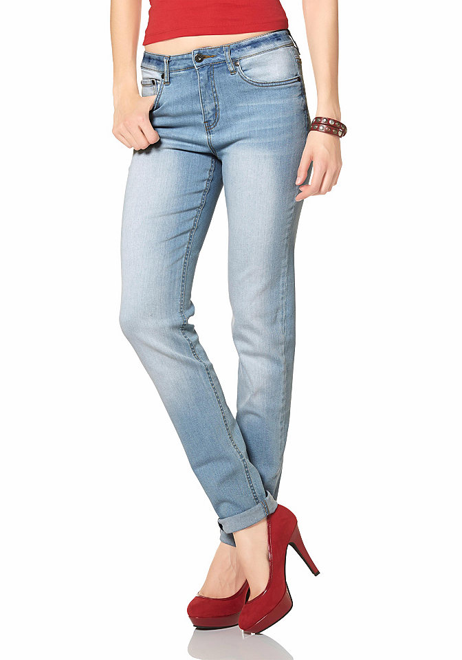 Джинсы OttoДжинсы «дудочки»<br>Arizona представляет актуальные джинсы в стиле 90-х, которые снова входят в моду. Необычный фасон каррот с удобным поясом акцентируют внимание на талии. Оригинальная отстрочка, зауженный книзу крой и эффект потертости делают дизайн брюк динамичным и стильным. Джинсы выполнены из мягкого денима с содержанием эластана для создания максимального удобства. Модель превосходно сочетается с облегающими топами, кофточками и свободными пуловерами, создавая изысканные и яркие комбинации. Длина брючин с внутренней стороны модели 76 размера – около 88,5 см, 19 размера – около 76,5 см.<br><br>Size DE: 46<br>Colour: синий<br>Gender: Женский<br>Age: Взрослый<br>Material: Верх: 98% хлопок / 2% эластан
