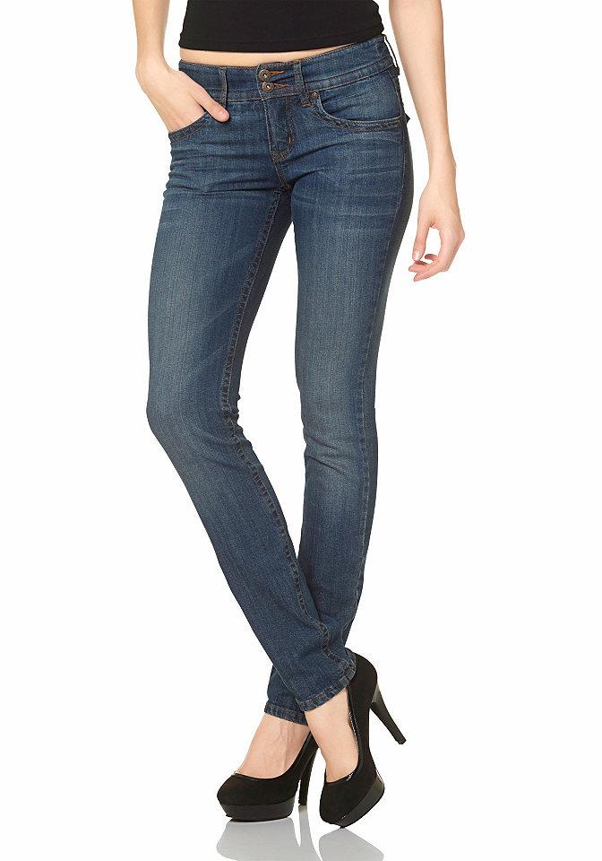 Джинсы-дудочки OttoДжинсы «дудочки»<br>Стильные моделирующие фигуру джинсы от ARIZONA создадут великолепные подтянутые формы! Специальный крой, поддерживающий заднюю часть, создает идеальный контур ягодиц. В модели великолепно сочетаются классика и оригинальность — знаменитые 5 карманов, эффект модной потертости и при этом стильный широкий пояс, имеющий сразу две модные пуговицы и те же пуговицы на задних карманах . Линия талии слегка занижена, соответствуя модному тренду. Не изменяйте моде — выбирайте эффектные сочетания и будьте собой! Длина размера 76 по внутреннему шву ок. 88,5 см.<br><br>Size DE: 40<br>Colour: синий<br>Gender: Женский<br>Age: Взрослый<br>Material: Верх: 98% хлопок / 2% эластан