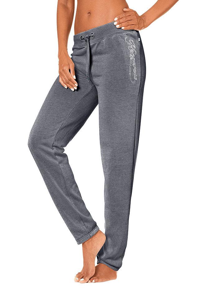 Спортивные брюки OttoБрюки и шорты<br>Суперудобные брюки от марки Kangaroos выручат в любой ситуации, когда требуется абсолютный комфорт - будь то на спортивной тренировке или дома после рабочего дня. Очень удобный свободный покрой, тянущийся пояс, ткань с высокой долей хлопка - эти детали служат для вашего комфорта. Легкий эффект потертости и логотип с блестящей отделкой добавляют стильную нотку. Носите с футболкой, удобным свитером или толстовкой. Спортивные брюки от марки Kangaroos должны быть у каждой женщины. Материал: 65% полиэстер, 35% хлопок.<br><br>Size DE: 40<br>Colour: серый<br>Gender: Женский<br>Age: Взрослый<br>Material: Верх: 65% полиэстер / 35% хлопок