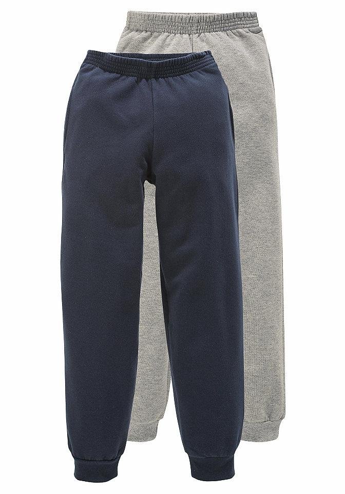 Брюки, 2 пары OttoСпортивная одежда<br>Выгодно: 2 пары брюк для мальчика от CFL по привлекательной цене! Комфортный пояс-стрейч и резинка в рубчик внизу подчеркивают спортивный характер модели. Мягкий начес на внутренней стороне материала делает брюки приятными для тела и поэтому более комфортными. Идеально для отдыха и спорта! Материал: 100% хлопок.<br><br>Size DE: 68<br>Colour: Комплект расцветок<br>Gender: Мужской<br>Age: Детский<br>Material: Верх: 100% хлопок / 100% Baumwolle_(unterst?tzt_Cotton_made_in_Africa)