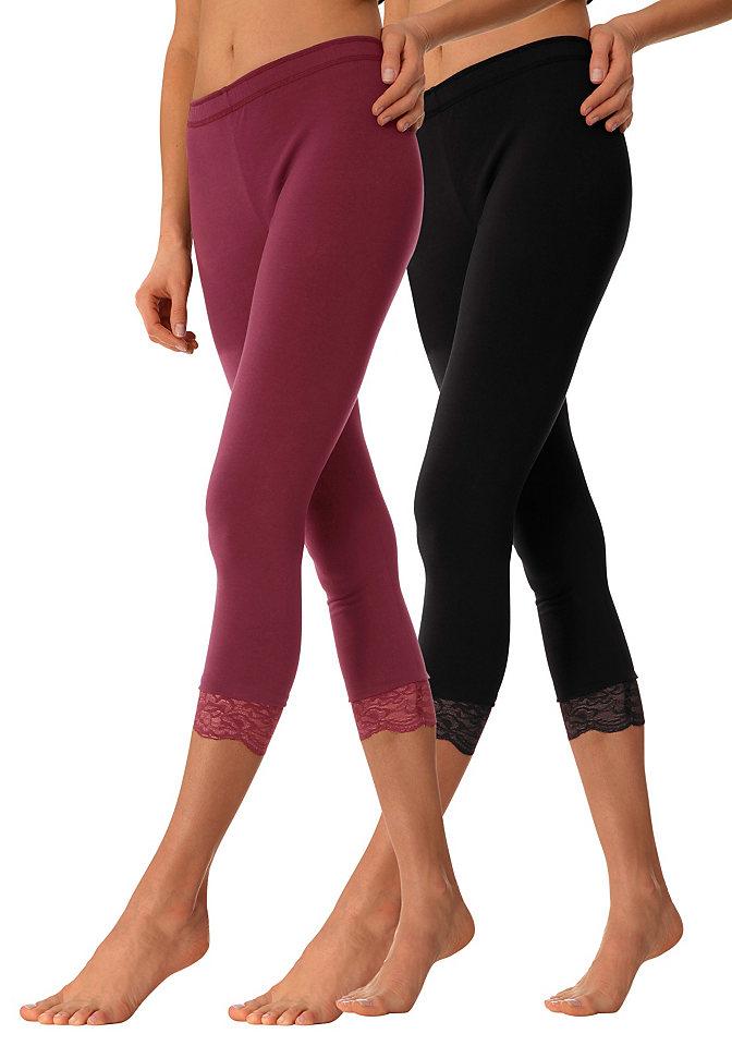 null 749861Одежда для сна<br>Отличный вариант домашней одежды - легинсы 7/8. Нарочито простые брюки тем не менее привнесут в ваш облик немного кокетливости своей изящной отделкой из кружева по нижнему краю. Благодаря материалу-стрейч узкая модель отлично сидит и не вызывает дискомфорта. В практичной упаковке 2 пары легинсов: 1 черные и 1 цветные на выбор. Длина внутреннего шва ок. 60 см. Материал: 95% хлопок, 5% эластан, меланжевые цвета 60% хлопок, 35% полиэстер, 5% эластан.<br><br>Size DE: 36<br>Colour: разноцветный<br>Gender: Женский<br>Age: Взрослый<br>Material: Верх: 95% Baumwolle_(unterst?tzt_Cotton_made_in_Africa) / 5% эластан