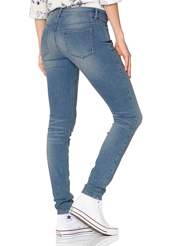 Джинсы-дудочки OttoДжинсы «дудочки»<br>Tom Tailor Denim представляет женские джинсы экстраскинни - они идеально подойдут для комбинирования с актуальными кофтами оверсайз. Узкий фасон и стрейчевый хлопок позаботятся об оптимальном облегании силуэта. 5 карманов - любимая всеми классика. Длина по внутреннему шву составляет примерно 78 см (разм. 27).<br><br>Size DE: 32<br>Colour: синий<br>Gender: Женский<br>Age: Взрослый<br>Material: Верх: 98% хлопок / 2% эластан