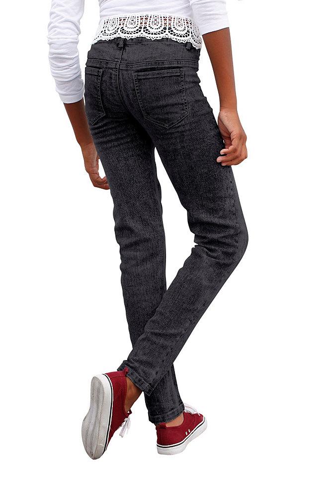 Джинсы SLIM OttoБрюки и джинсы<br>Джинсы от марки Arizona станут фаворитом для юной модницы! Актуальная расцветка варенка, узкий крой, деним-стрейч - эти брюки не только стильные, но и очень удобные. Спереди 2 ложных кармана, сзади 2 накладных. На заниженной талии пояс с петлями для ремня. До размера 134 джинсы застегиваются на кнопку. Материал: 75% хлопок, 24% полиэстер, 1% эластан.<br><br>Size DE: 146<br>Colour: черный<br>Age: Детский<br>Material: Верх: 75% хлопок / 24% полиэстер / 1% эластан