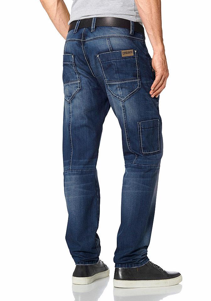 Джинсы OttoПрямой покрой штанин<br>Мужские джинсы Cipo &amp; Baxx - настоящий повседневный маст-хэв. Потертый деним с легким рваным эффектом, низкие задние карманы с логотипом из кожи и маленький карман карго сбоку создают стильный образ. Материал очень приятен к телу. Застегиваются на планку на пуговицах. Фасон с заниженным поясом чрезвычайно удобен. Джинсы просто необходимы для комбинирования с разнообразной кэжуальной одеждой. Длина по внутреннему шву составляет примерно 81 см, ширина внизу - примерно 40 см (разм. 34).<br><br>Size DE: 33<br>Colour: синий<br>Gender: Мужской<br>Age: Взрослый<br>Material: Верх: 100% хлопок