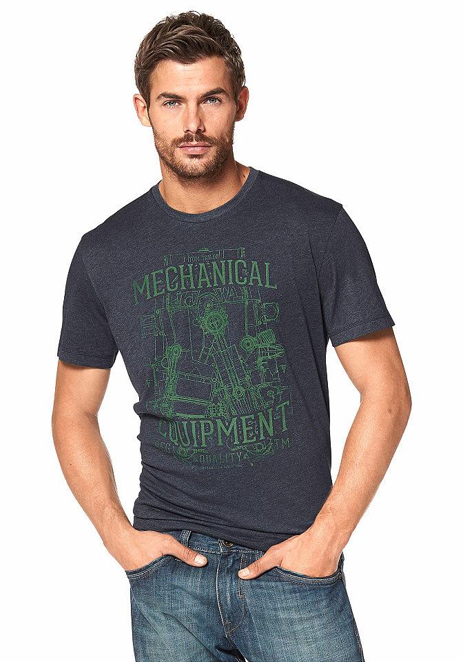 Футболка OttoУличная одежда<br>Меланжевая футболка из коллекции Tom Tailor - маст-хэв для мужского гардероба! Благодаря удобному покрою она отлично сидит и не сковывает движения. В составе ткани высокая доля хлопка для оптимального комфорта. Модель с короткими рукавами и округлой горловиной декорирована оригинальным потертым рисунком спереди. Цените сочетание стиля и практичности? Тогда вам точно нужно купить эту мужскую футболку!<br><br>Size DE: M<br>Colour: синий<br>Gender: Мужской<br>Age: Взрослый<br>Material: Верх: 60% хлопок / 40% полиэстер