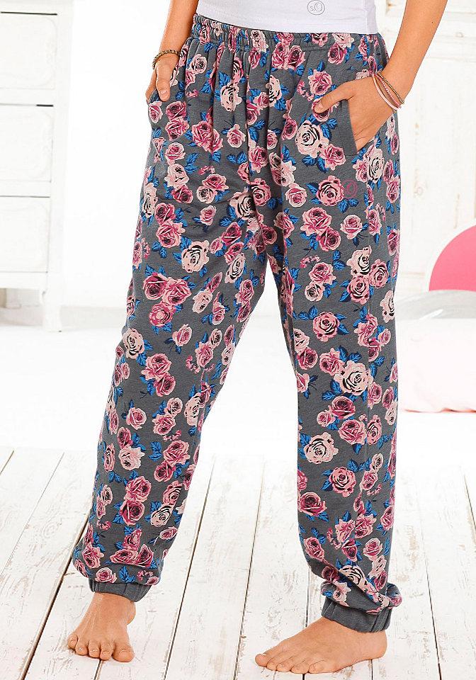 Брюки OttoУдобно и очень красиво: брюки из мягкого материала с начесом и прекрасным цветочным рисунком. Брюки отлично сидят на тянущемся поясе, внизу резинки. По бокам карманы. С футболкой брюки послужат отличной домашней одеждой или комфортной пижамой. Материал: 60% хлопок, 40% полиэстер.<br><br>Size DE: 146<br>Colour: серый<br>Gender: Женский<br>Age: Детский<br>Material: Верх: 60% Baumwolle_(unterst?tzt_Cotton_made_in_Africa) / 40% полиэстер