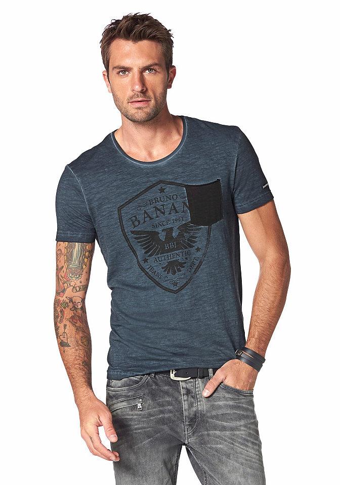Футболка OttoУличная одежда<br>Футболка от Bruno Banani - идеальный элемент стильного мужского гардероба! Оригинальная потертая расцветка, уникальная для каждой модели, дополнена большим принтом и накладным карманом в контрастных тонах. Левый рукав украшен рисунком с логотипом. Узкий крой с круглым вырезом отлично подчеркивает силуэт.<br><br>Size DE: M<br>Colour: синий<br>Gender: Мужской<br>Age: Взрослый<br>Material: Верх: 100% хлопок