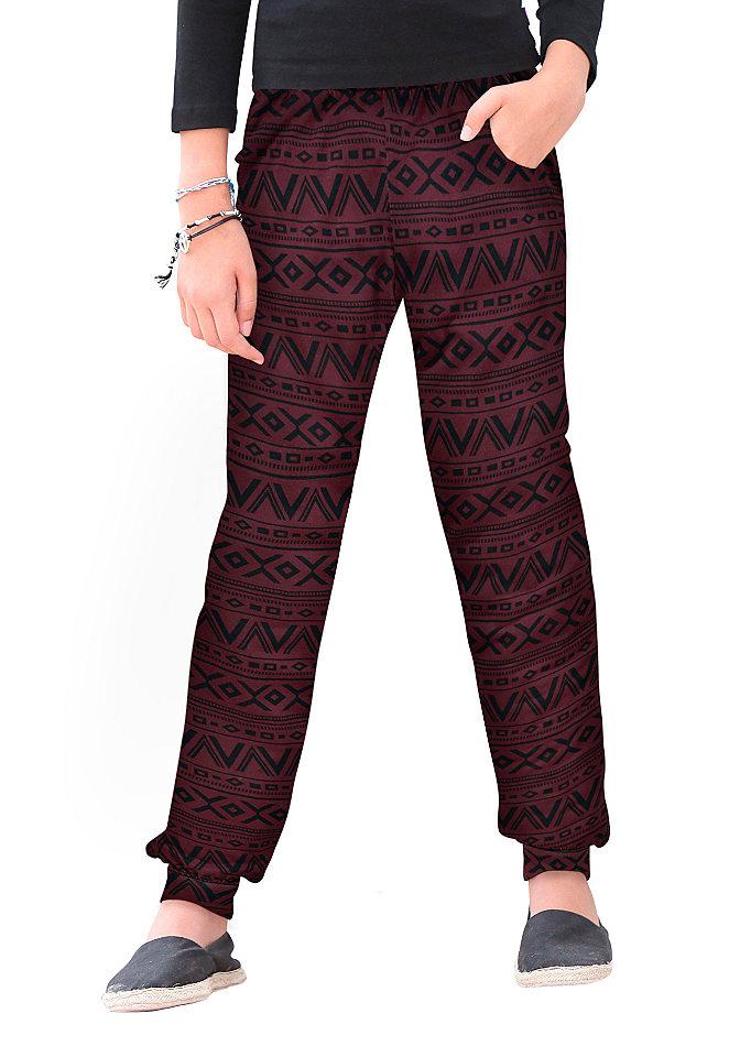 Шаровары OttoБрюки и джинсы<br>Вместо привычных джинсов и скучных базовых брюк ваша девочка с удовольствием наденет шаровары от марки Buffalo. Выполнены из струящейся вискозы с изумительным принтом в этническом стиле. Широкий покрой обеспечивает комфорт в жару и при этом отлично сидит благодаря резинкам на поясе и внизу. Косые карманы по бокам. Принтованные шаровары хорошо сочетаются с однотонными кофточками контрастного цвета. Материал: 100% вискоза.<br><br>Size DE: 128<br>Colour: красный<br>Age: Детский<br>Material: Верх: 100% вискоза