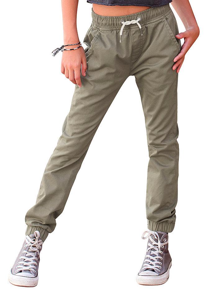 Брюки OttoБрюки и джинсы<br>Отличное решение для гардероба девочки - практичные и стильные брюки карго от марки Buffalo. Выполненные из натурального хлопка, они идеально подходят на каждый день, а сдержанный дизайн позволяет сочетать их с различными футболками и рубашками. Брюки прекрасно сидят благодаря тянущемуся поясу и резинкам внизу. 2 боковых кармана и контрастные завязки завершают модель. Материал: 100% хлопок.<br><br>Size DE: 152<br>Colour: зеленый<br>Age: Детский<br>Material: Верх: 100% хлопок