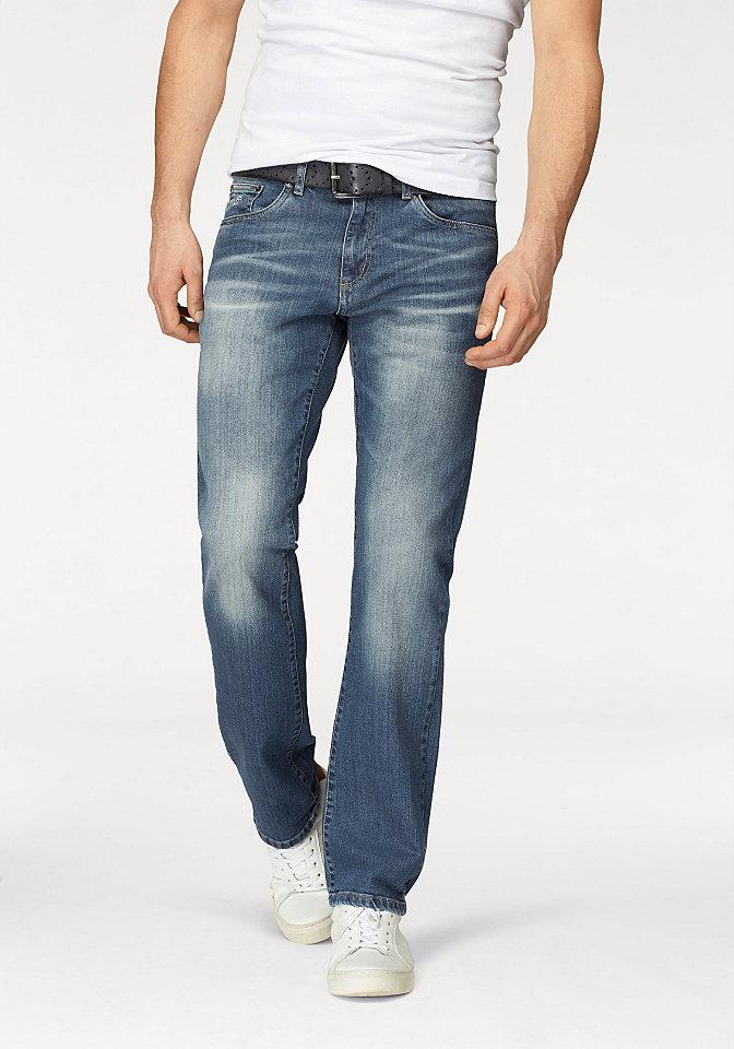 Джинсы OttoУдобные джинсы<br>Прямые мужские джинсы - то, что захочет купить каждый! Классическая модель с немного заниженным притачным поясом со шлевками и 5 карманами декорирована нашивкой-логотипом на кармане спереди и эффектом потертости. Застегиваются на молнию и пуговицу. Джинсы хорошо сочетаются как с футболками, так и с демократичными рубашками. Купите их и вы не прогадаете!<br><br>Size DE: 29<br>Colour: синий<br>Gender: Мужской<br>Age: Взрослый<br>Material: Верх: 98% хлопок / 2% эластан