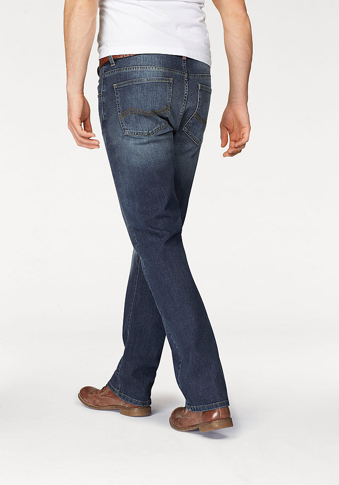 Джинсы OttoУдобные джинсы<br>Прямые мужские джинсы - то, что захочет купить каждый! Классическая модель с немного заниженным притачным поясом со шлевками и 5 карманами декорирована нашивкой-логотипом на кармане спереди и эффектом потертости. Застегиваются на молнию и пуговицу. Джинсы хорошо сочетаются как с футболками, так и с демократичными рубашками. Купите их и вы не прогадаете!<br><br>Size DE: 36<br>Colour: синий<br>Gender: Мужской<br>Age: Взрослый<br>Material: Верх: 98% хлопок / 2% эластан