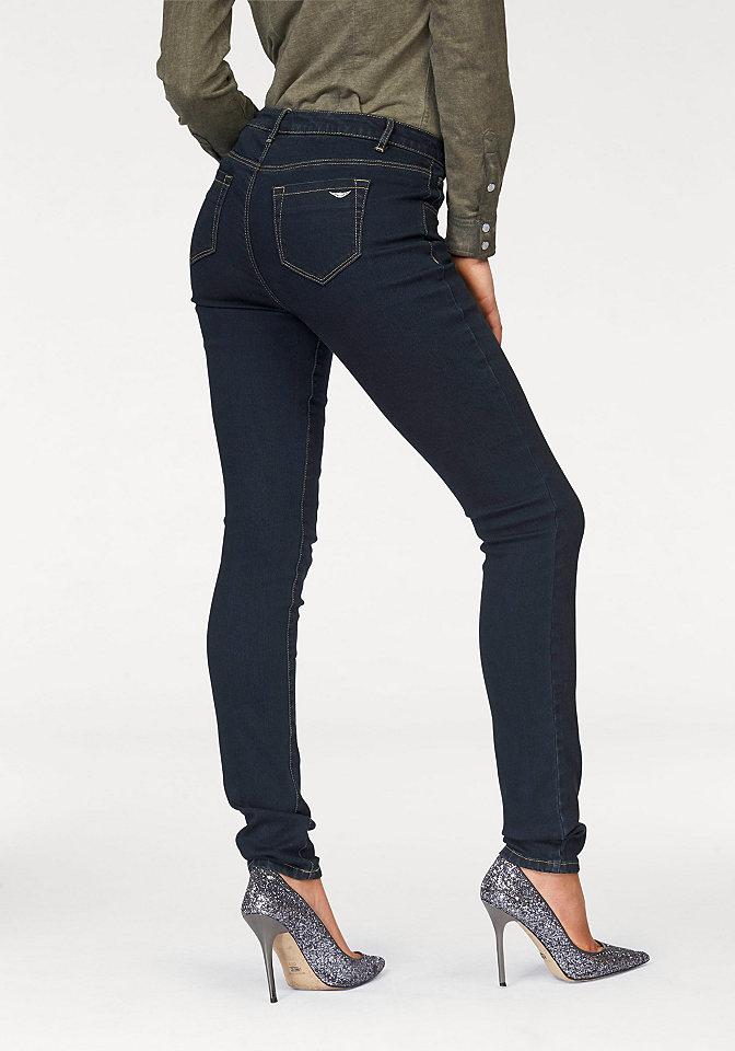 Джинсы-дудочки OttoДжинсы «дудочки»<br>Женские джинсы-скинни от марки Arizona - маст-хэв для вашего гардероба! Узкие брюки с заниженным поясом отлично сидят благодаря материалу-стрейч. Привычные 5 карманов, складки спереди и немного потертая расцветка подчеркивают непринужденность модели. С топом для лета или с пуловером зимой - носите джинсы в любое время года с любыми кофточками на ваш вкус! Длина по внутреннему шву для размера 19 ок. 74,5 см, для размера 76 ок. 86,5 см.<br><br>Size DE: 40<br>Colour: синий<br>Gender: Женский<br>Age: Взрослый<br>Material: Верх: 92% хлопок / 6% полиэстер / 2% эластан
