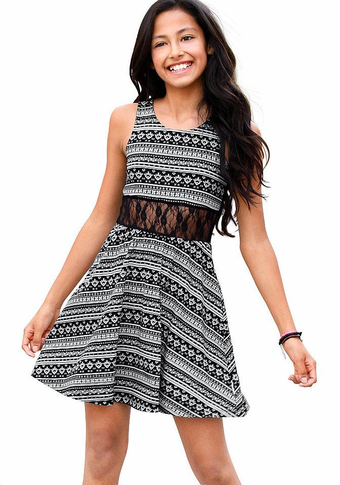 null 429546Платья и юбки<br>Детское платье Petite Fleur - оригинальное решение. Черно-белая хлопковая ткань завершается эффектной кружевной вставкой. Модель с бретелями и круглой горловиной стильно расклешена книзу. Платье для девочки - идеальный вариант на выход.<br><br>Size DE: 128<br>Colour: черный<br>Age: Детский<br>Material: Кружево: 90% полиамид / 10% эластан;Верх: 100% хлопок