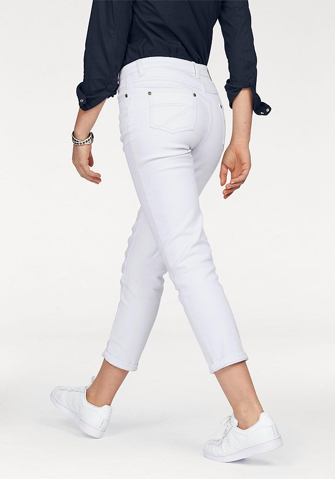 Джинсы OttoДлина 7/8<br>Современной моднице никак не обойтись без стильных джинсов от Arizona, ведь они прекрасно комбинируются с любыми топами, блузками и пуловерами. Чуть укороченная длина позволяет привлечь внимание как к изящным ножкам, так и к экстравагантной обуви. Очень удобный покрой и материал стрейч обеспечивают свободу движений. 5 карманов, модная отстрочка и пришитый лейбл - неотъемлемые атрибуты джинсов. Длина брючин по внутреннему шву размера 38 ок. 65,5 см.<br><br>Size DE: 48<br>Colour: белый<br>Gender: Женский<br>Age: Взрослый<br>Material: Верх: 97% хлопок / 3% эластан
