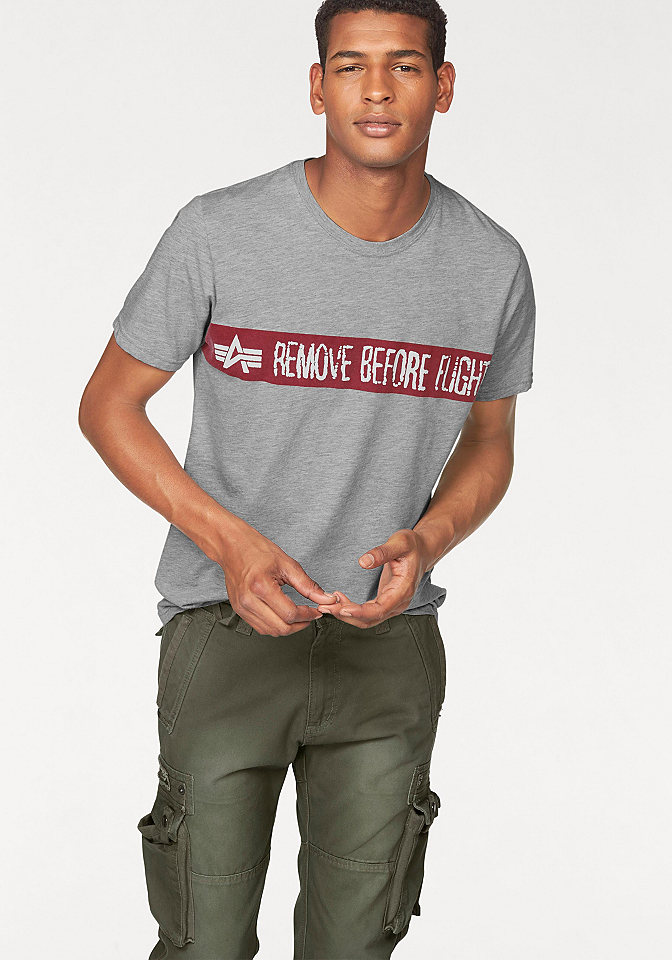Футболка OttoУличная одежда<br>Хлопковая футболка для мужчин - must have для Вашего гардероба! Хотите купить такую? Советуем выбрать модель от Alpha Industries в нашем интернет-магазине одежды. Классический фасон с круглым вырезом служит отличным фоном для крупного контрастного принта спереди, придающего образу динамичность. Удобный крой и натуральный хлопок обеспечат оптимальный комфорт. Благодаря простоте дизайна носить такую футболку можно с любыми шортами, джинсами и демократичными брюками на Ваш вкус!<br><br>Size DE: L<br>Colour: серый<br>Gender: Мужской<br>Age: Взрослый<br>Material: Верх: 100% хлопок