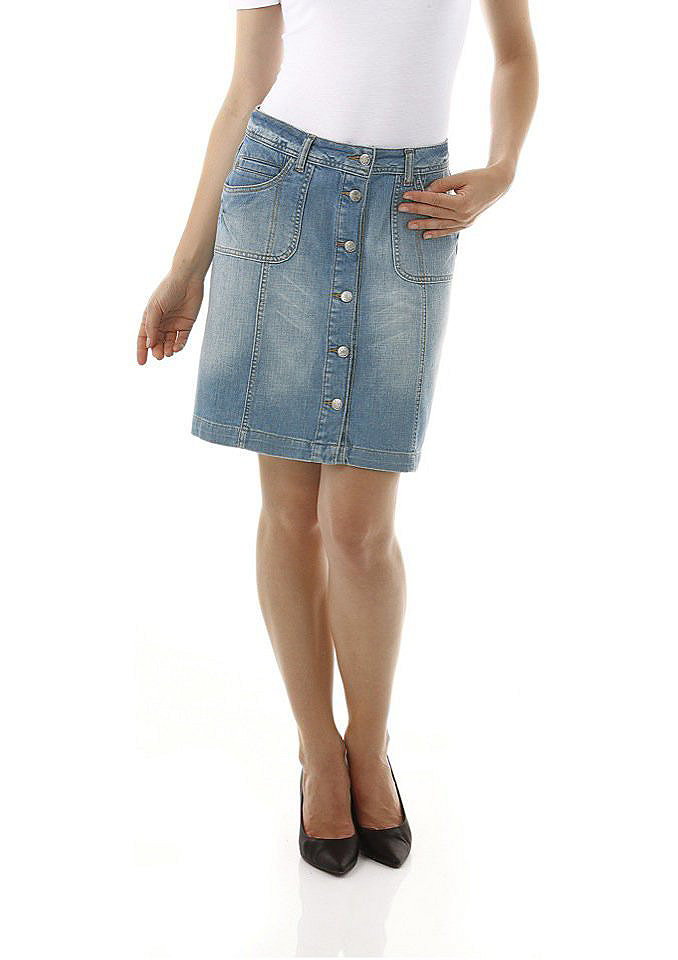 Джинсовая юбка OttoЮбки<br>Джинсовая юбка от Cheer покроя с 5 карманами. Слегка расклешённый A-образный силуэт, спереди сплошная застёжка на пуговицы. Длина ок. 50 см. Покрой отлично подчёркивает фигуру. Деним стретч: 98 % хлопка, 2 % эластана. Без ремня.<br><br>Size DE: 42<br>Colour: синий<br>Gender: Женский<br>Age: Взрослый<br>Material: Верх: 98% хлопок / 2% эластан