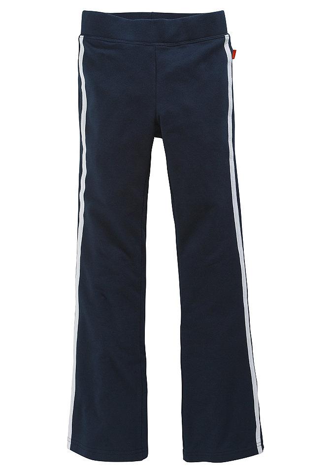 Спортивные брюки OttoСтильные спортивные брюки с контрастными полосами по бокам. Слегка расклешённый покрой. Удобный трикотаж из био-хлопка с долей стретча. Прекрасные базовые расцветки на любой вкус! Пояс на сплошной резинке. Всё из 95 % хлопка + 5 % эластана, все расцветки из материала без примесей. (Био-хлопок со знаком PURE WEAR).<br><br>Size DE: 98<br>Colour: синий<br>Age: Детский<br>Material: Верх: 95% Baumwolle_(unterst?tzt_Cotton_made_in_Africa) / 5% эластан