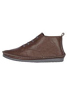 Magas szárú fűzős cipő