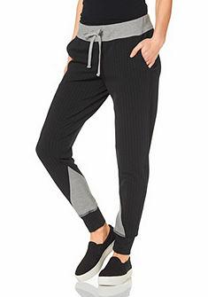 Pumpkové nohavice, Laura Scott