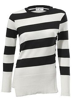 Pruhovaný pulovr