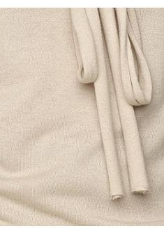 V nyakú pulóver