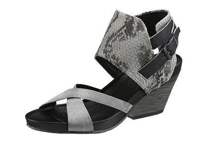 Pásikavé sandále, SPM