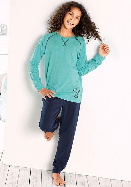Lányka hosszú pizsama