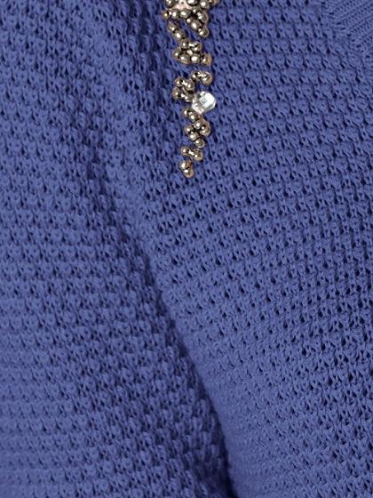 V-nyakú pulóver