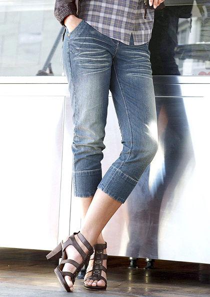 Capri džíny, Aniston